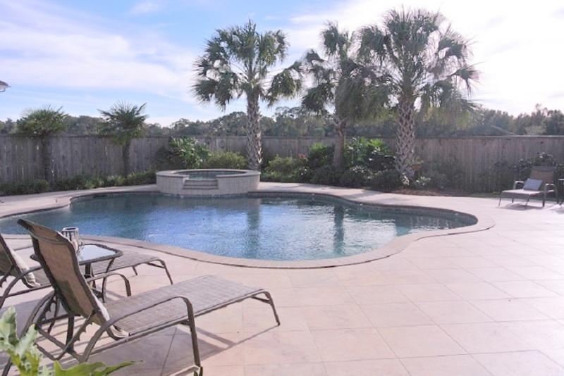118 English Gardens pool1